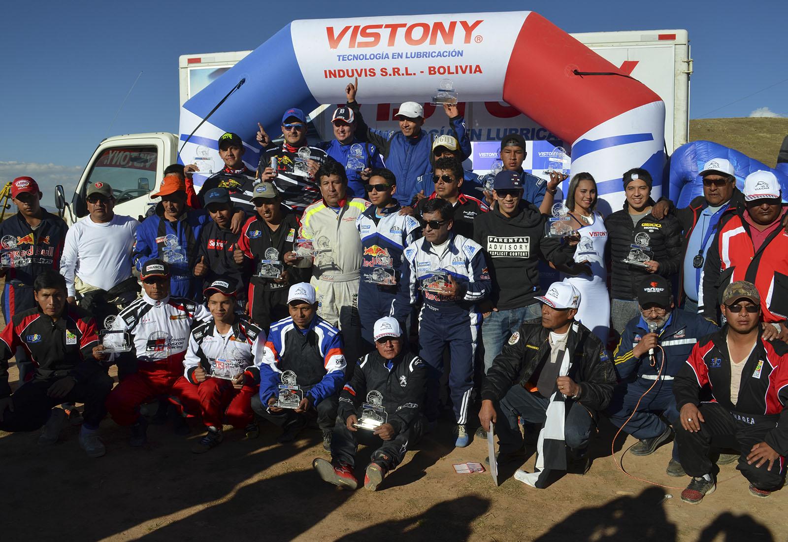Parte de los participantes en la premiación automovilística / ALBERTO MEDRANO