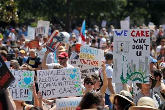 L'un des grands rassemblements avait lieu à proximité de la Maison Blanche à Washington. ALEX BRANDON / AFP