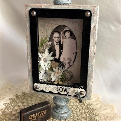 Sara Emily Barker https://sarascloset1.blogspot.com/2019/04/trashy-love-story-vignette-for-frilly.html Vignette Box Tutorial Tim Holtz 3D Embossing Seth Apter Baked Velvet 1