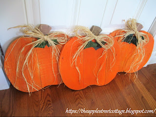 fall pallet pumpkins
