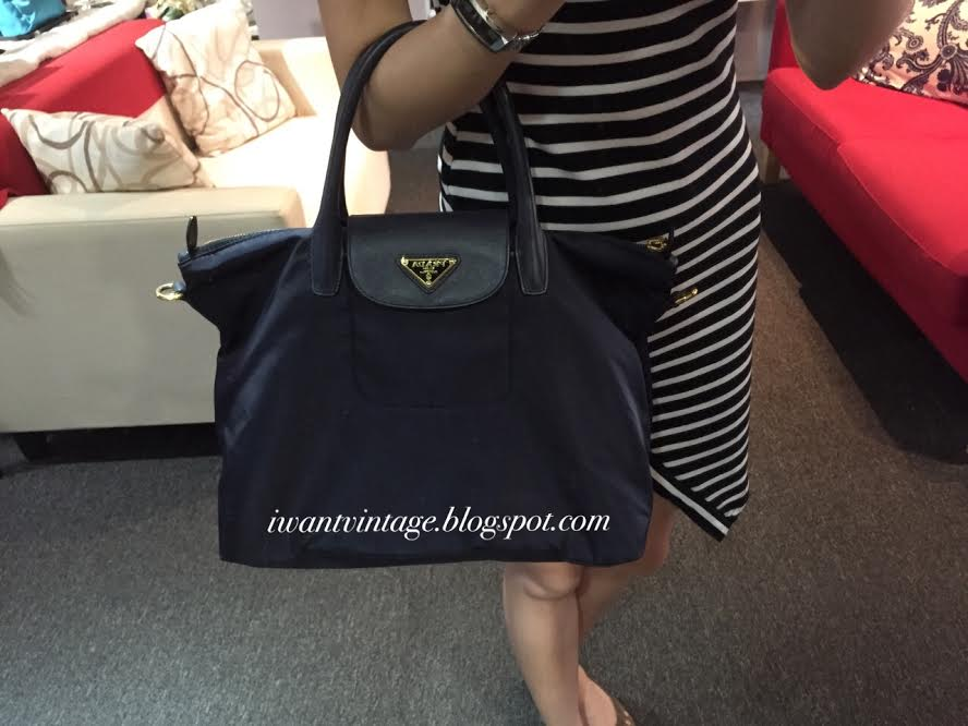 6cb3d5d33b14 I Want Vintage   Vintage Designer Handbags: Prada BN2541 Tessuto ...