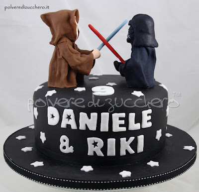 torta compleanno star wars darth vader e obi wan kenobi tridimensionali in pasta di zucchero. Black Bedroom Furniture Sets. Home Design Ideas