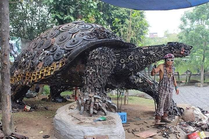 Tortuga gigante de metal