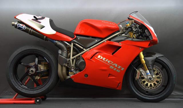 Ducati 916 Italian modern classic sports motorbike