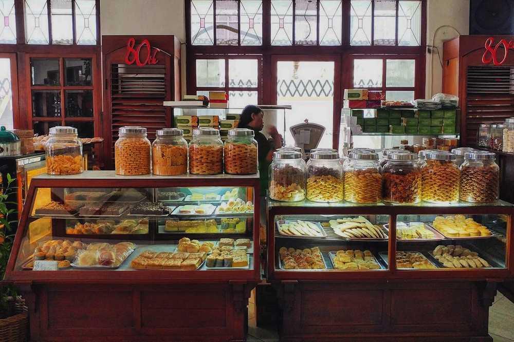 Toko Roti Paling Tua di Indonesia (travelingyuk.com)