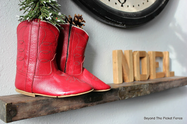 cowboy boots, level shelf, rustic Christmas decor, https://goo.gl/xpejCP