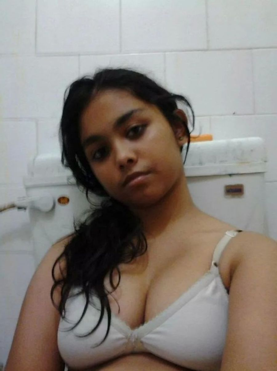 Desi Hot College Girl Some Selfies New Pic - Female Mms -7598