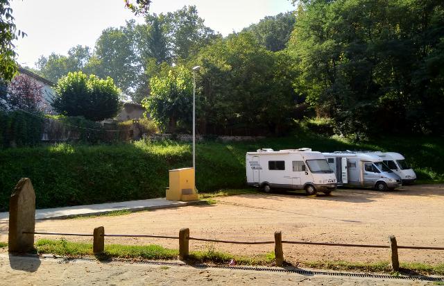 Vista de l'àrea i zona d'estacionament i pernocta
