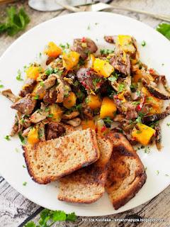gęsia wątróbka z leśnymi grzybami i dynią , gęsina , na świętego Marcina , gęś , gąska , dania z gęsi , najsmaczniejsze dania , domowe jedzenie , mięso , drób , czas na gęsinę , coś pysznego , najlepsze przepisy na domowe jedzenie