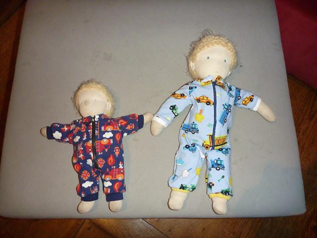 Puppen im Schlafanzug