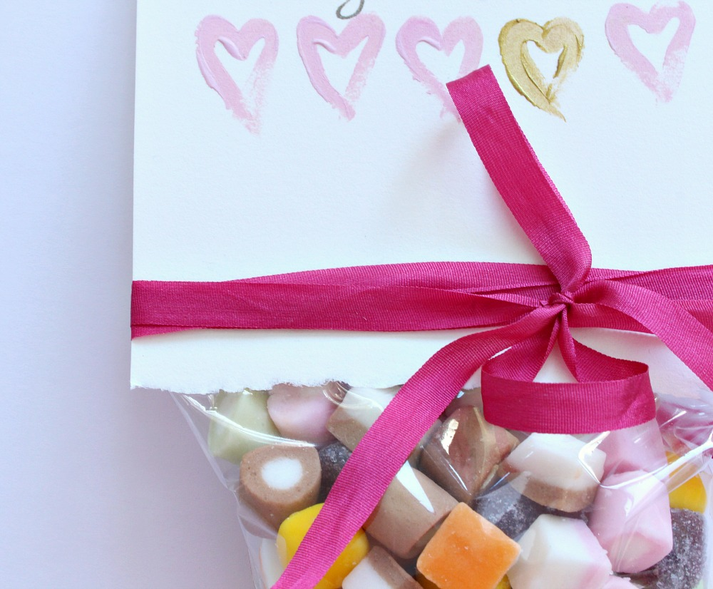 DIY Dolly Mix Valentine\'s Day Card + Treat Bag in One | Dans le ...