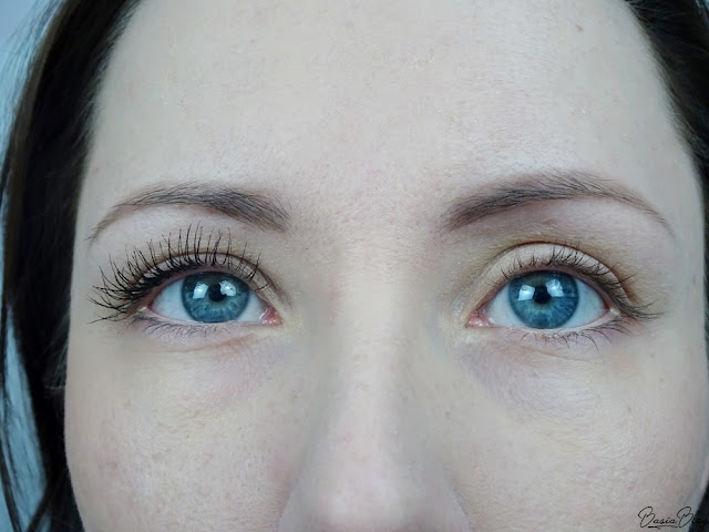 efekt przed i po - tusz do rzęs Eveline Volumix Fiberlast ultra false lash effect