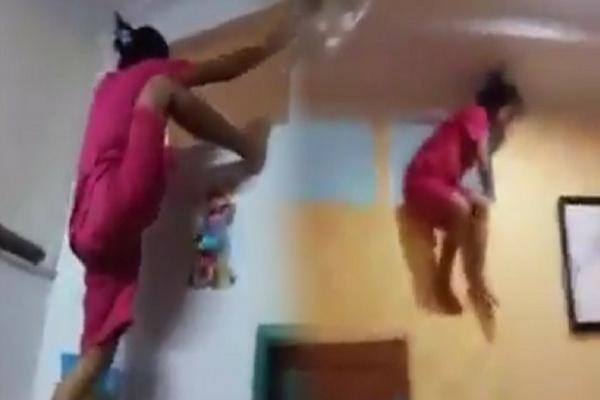 Video Pembantu Terpergok Mencuri di Kamar Majikannya, Aksinya Sungguh Tak Lazim