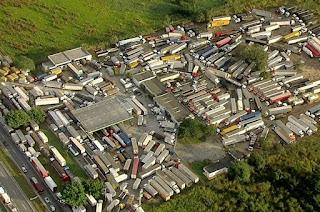 http://vnoticia.com.br/noticia/2772-caminhoneiros-entram-no-6-dia-de-paralisacoes-veja-como-estao-estradas-do-rj