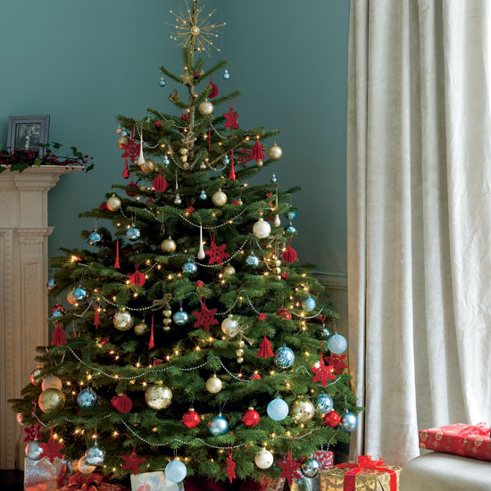 5 Unique Christmas Tree Decorating Themes
