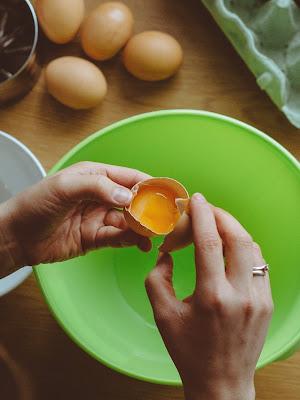 sepersting egg white