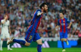Late messi strike sees barcelona go top of la liga