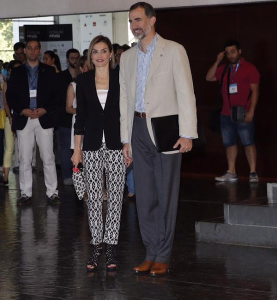 Pilot Vi Home: Queen Letizia And King Felipe Visit Forum Impulsa 2015