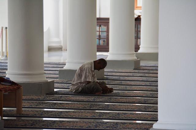 Nafsu Kita yang Harus Tunduk Ikut Syariat, Bukan Syariat yang Harus Tunduk Pada Nafsu Kita!