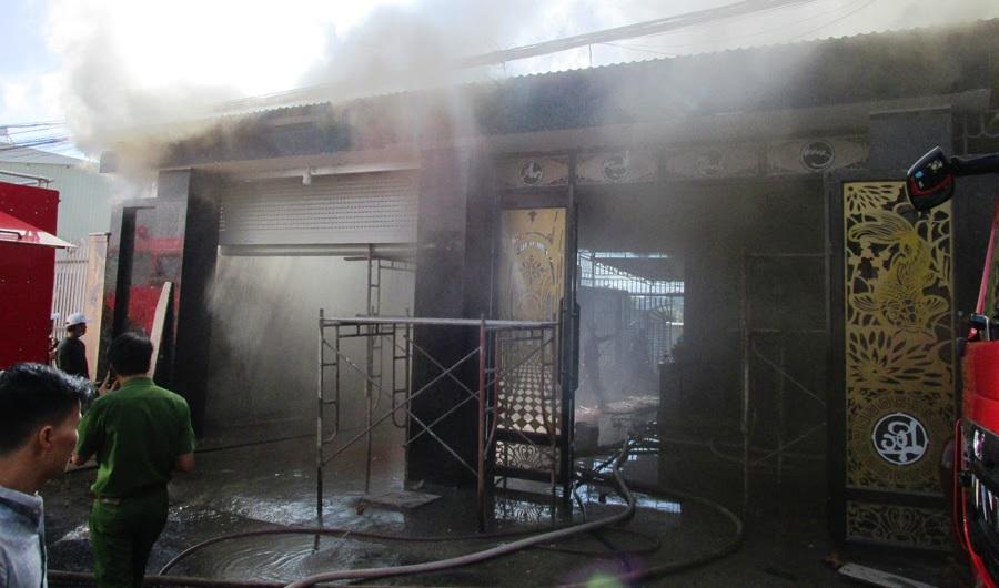 """Gia Lai: Mang xăng tới đốt nhà """"đối thủ"""", 1 người chết cháy"""