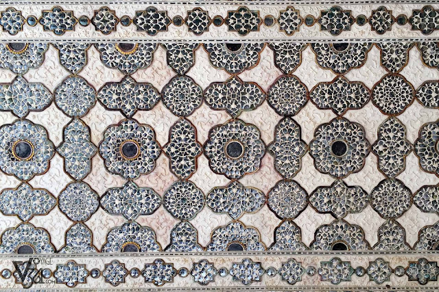 Stunning craftsmanship of Sheesh mahal
