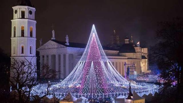 Ada Pohon Natal Raksasa di Lithuania, seperti Apa? - Here News