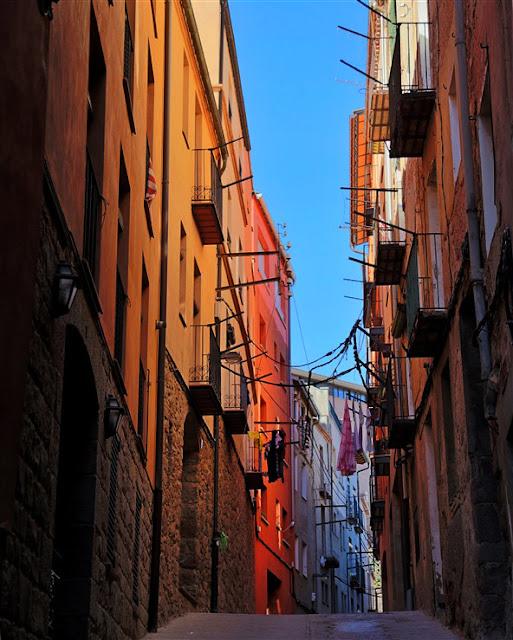 Exploroing the streets of Cardona, Spain