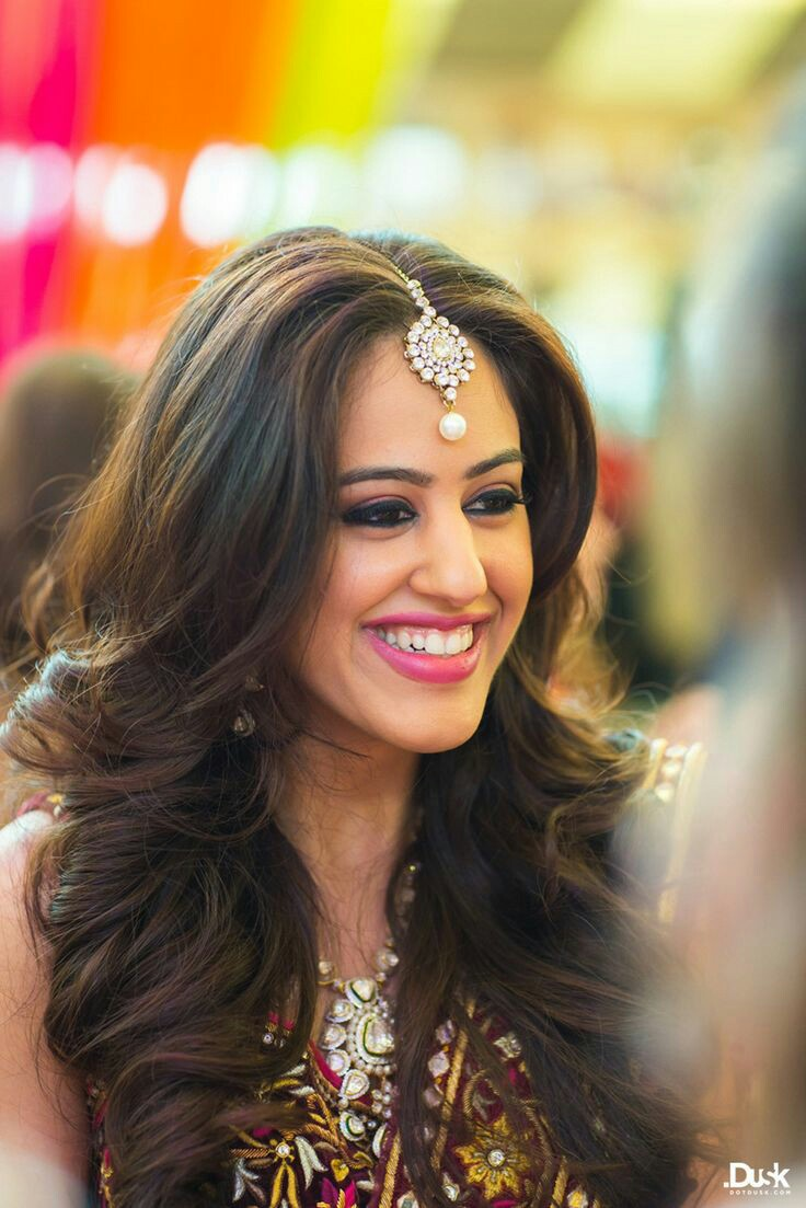30 Easy Hairstyles For Your Mehndi Ceremony  Bling Sparkle-7862
