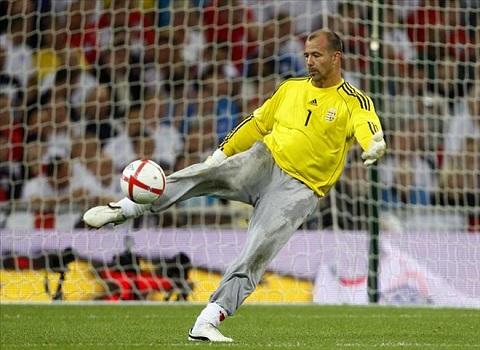 Thiếu nhân lực Gabor Kiraly của Hungary trở thành cầu thủ già nhất Euro