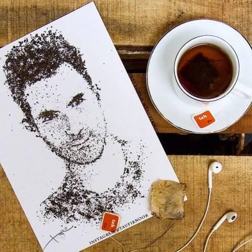Lukisan Adam Levine Dari Serbuk Teh
