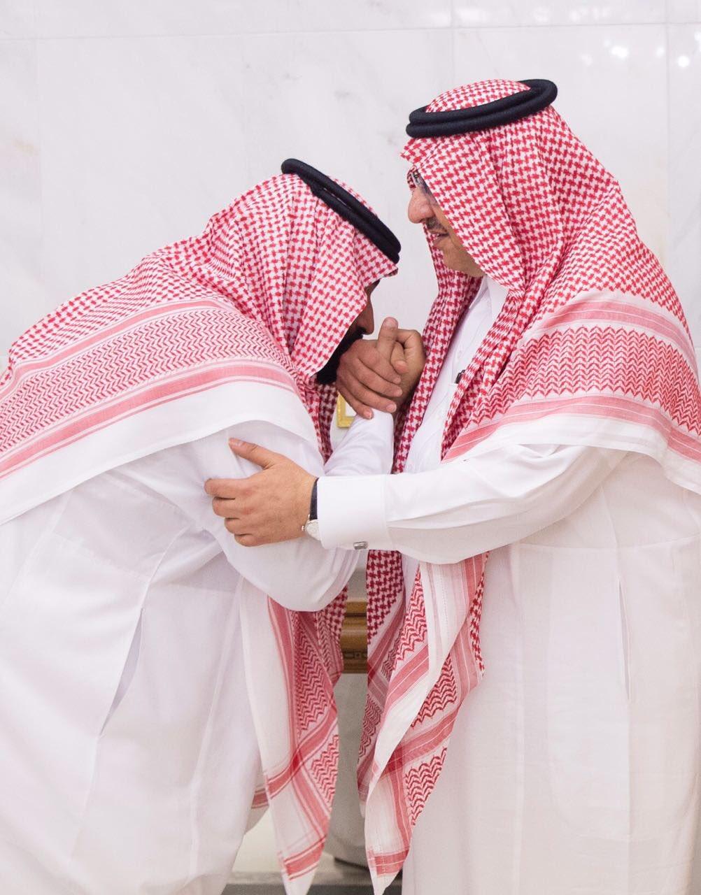 فيديو: الأمير محمد بن نايف يبايع الأمير محمد بن سلمان ولياً للعهد في قصر الصفا