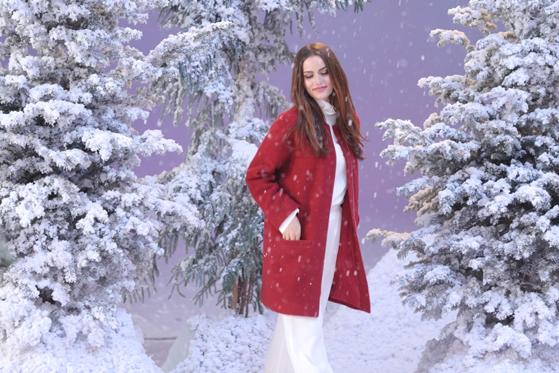 ef57db45358dc 9 Kasım'dan itibaren TV kanallarında yer almaya başlayan yeni reklam  filminde Koton'un yeni sezon kumaş kabanları karlar altında sergilendi.