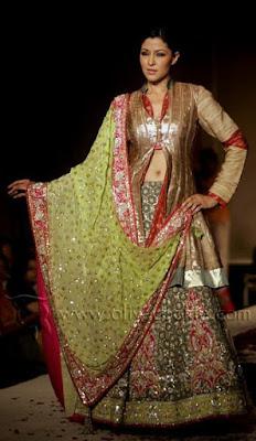 spectacular-indian-bridal-lehenga-designs-by-ritu-kumar-5