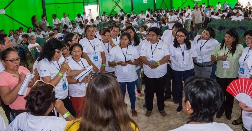 Maestros de 20 regiones se capacitan en encuentro de líderes docentes