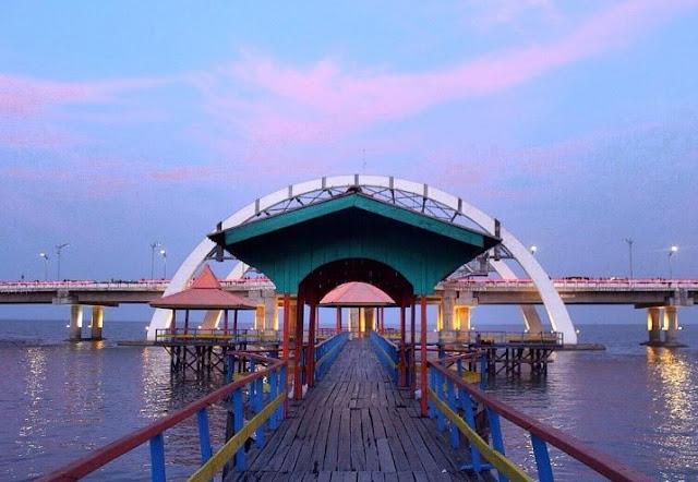 Spot Foto dari Pantai Ria Kenjeran Jembatan Suroboyo