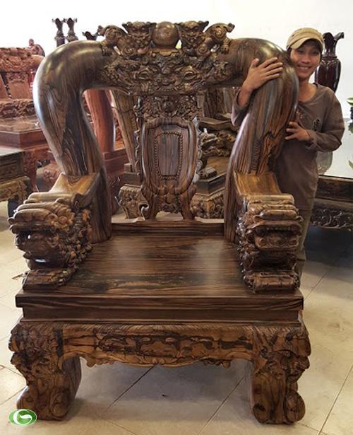 Kích thước khủng của bộ bàn ghế 2 tỷ đồng
