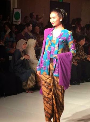Model Baju Kebaya Putri Solo Gaya Keraton Ningrat Jawa Klasik