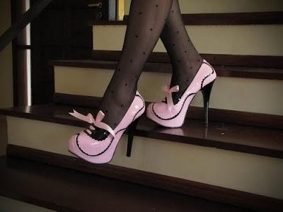 meia preta com sapato rosa