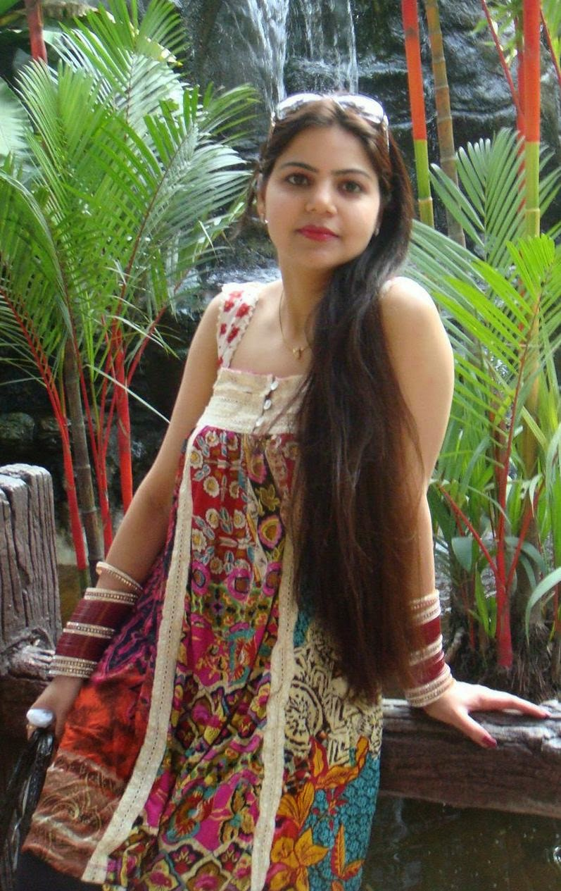 Indian Hot Newly Married Girls On Honeymoon Trip Pictures -3256
