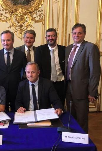 321538052fbd (De gauche à droite)   Jean-Baptiste Lemoyne, Secrétaire d Etat auprès du  Ministre de l Europe et des Affaires Etrangères, (assis) Stéphane Villain,  ...