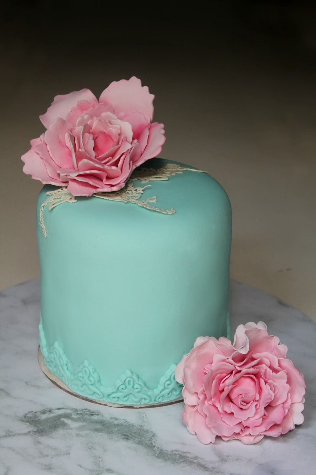 Cake With Fondant Peony : Lick The Spoon