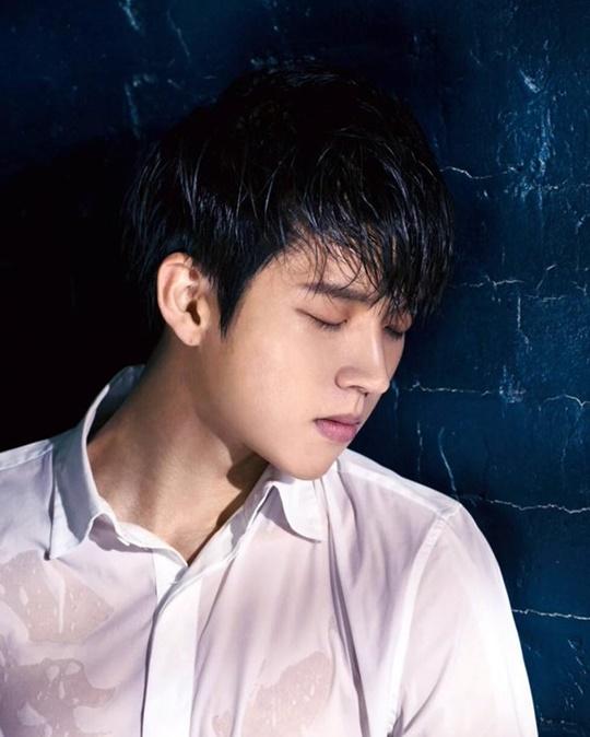Berdiri Terpisah Dari Idol Lain di 'Music Bank', Woohyun Infinite Buat Netizen Khawatir