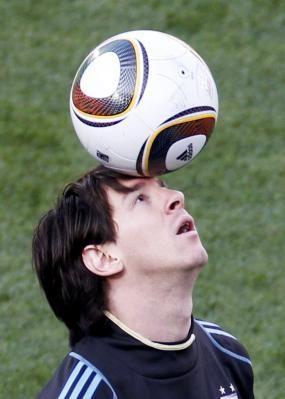Futbolistas pueden sufrir un daño cerebral por golpear el balón con ... f55b8e1a2f511