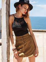 https://fr.shein.com/Faux-Suede-Buttoned-Front-Skirt---Khaki-p-279524-cat-1732.html?aff_id=34669