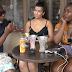 Vidéo: Les filles de Paris prefèrent les gars noirs ou les blancs ? - La réponse---