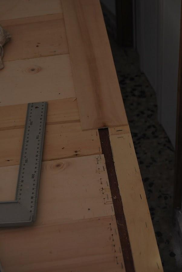 Como he forrado una puerta con madera reciclada