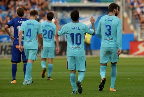 """ميسي يلدغ ألافيس مرتين ليمنح برشلونة انتصاره الثاني في """"الليغا"""""""