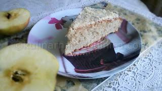 Ябълков сладкиш с лимонова глазура и бадеми