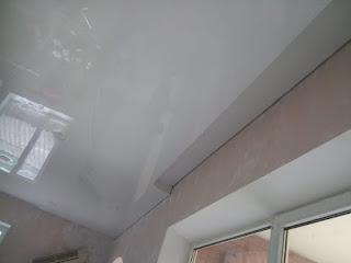 Глянцевый белый натяжной потолок фото Армавир Краснодарский край