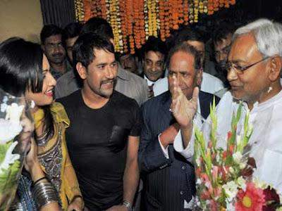 Dinesh Lal Yadav, Pakhi Hegde and Bihar PM Nitish Kumar